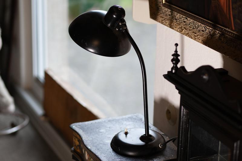 Antiquitäten Ladenlokal Trödelladen Lampe