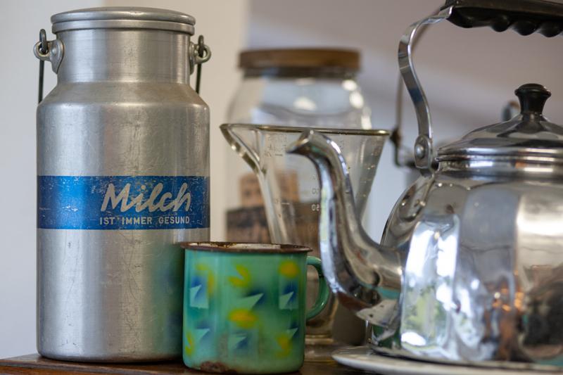 Antiquitäten Ladenlokal Trödelladen Milchkanne