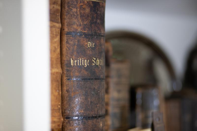 Antiquitäten Ladenlokal Trödelladen Buch